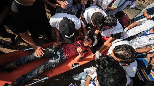 İsrail işgal güçleri, göstericilere gerçek mermi ile hedef alarak saldırıyor.