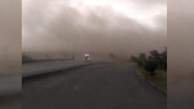 Fırtınaya yakalanan yolcuların korku dolu anları