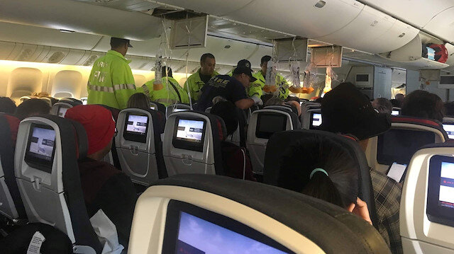 Yolculardan bazıları insanların uçağın tavanına çarptığını gördüğünü söyledi.