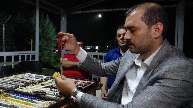 Abdurrahman Badıllı en iyi ve en pahalı tespihlerin Osmanlı kehribarından yapıldığını belirtti.