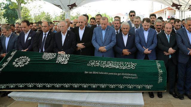 Cenaze törenine Cumhurbaşkanı Erdoğan'ın yanı sıra çok sayıda bakan ve milletvekili katıldı.