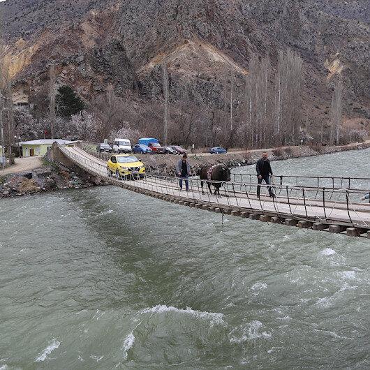 Çoruh Nehri üzerinde bulunan 11 asma köprü tarihe meydan okuyor