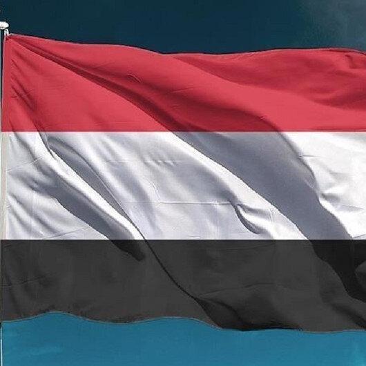 وزير يمني يقتحم مبنى وزارته بعد قرار حكومي بإيقافه