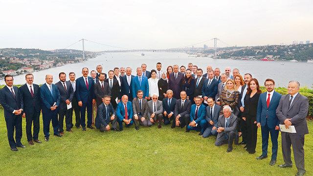 Gazete ve televizyon  yöneticileri, Vahdettin  Köşkü'nde Cumhurbaşkanı  Erdoğan ile bir araya geldi.