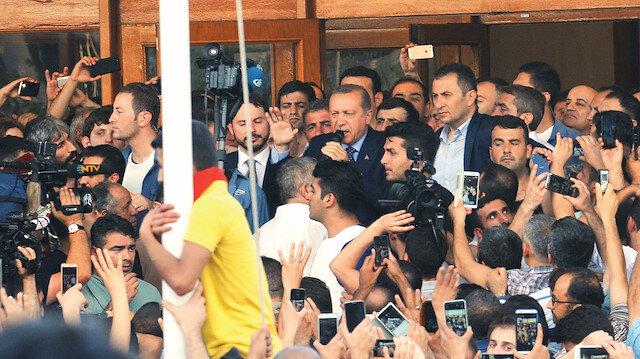 15 Temmuz gecesi Cumhurbaşkanı Erdoğan'ın İstanbul'a gelerek Atatürk Havalimanı'nda yaptığı açıklama, Türkiye için dönüm noktası oldu.
