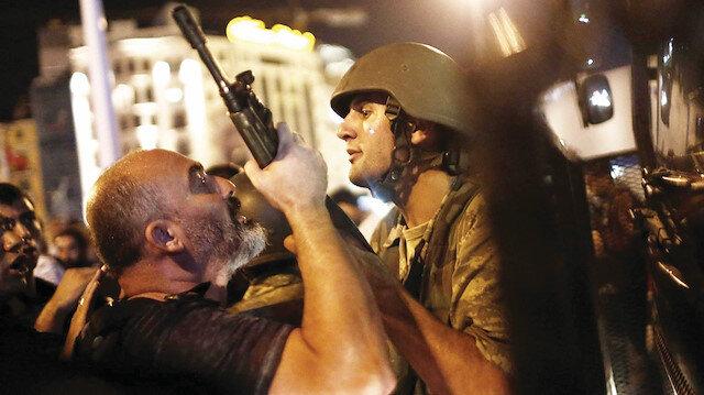 Türkiye'nin uçurumdan döndüğü günün hikayesi: Dakika dakika o gece