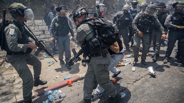 İsrail hapishanelerinde 500'e yakını idari tutuklu, 220'si çocuk olmak üzere 5 bin 500 Filistinli bulunuyor.
