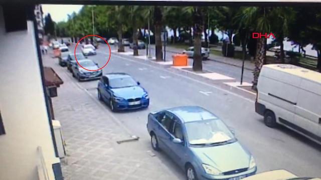 Otomobilin çarptığı yaşlı adam metrelerce havaya fırladı