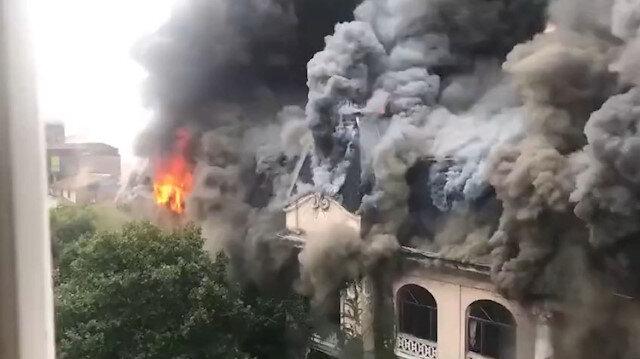 Asırlık otelde dev yangın