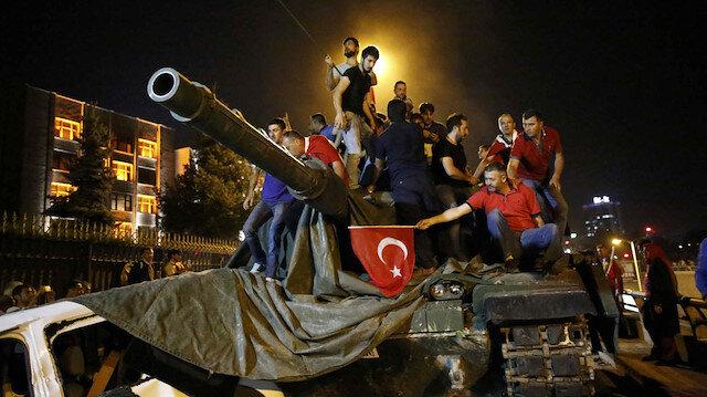 15 Temmuz'daki ihanet gecesinde vatandaşlar tankları durdurmuştu.