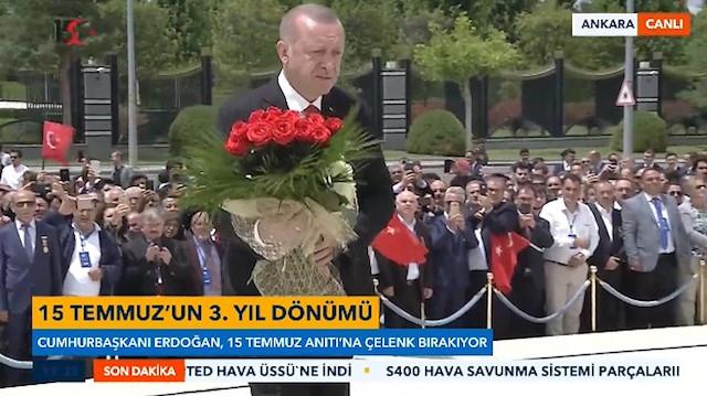 Cumhurbaşkanı Erdoğan Şehitler Anıtına çiçek bıraktı