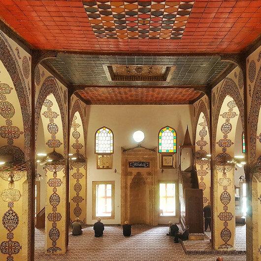 Fatih Sultan Mehmet'in namaz kıldığı Ulu Cami zamana meydan okuyor