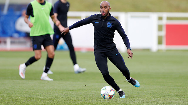 Everton Fabian Delph'i transfer etti