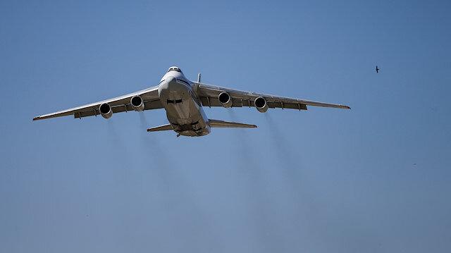 S-400 sisteminin parçalarını taşıyan Rusya uçağı