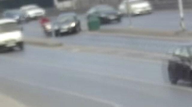 Aniden sapağa giren sürücü motosikletliyi metrelerce sürükleyip kaçtı