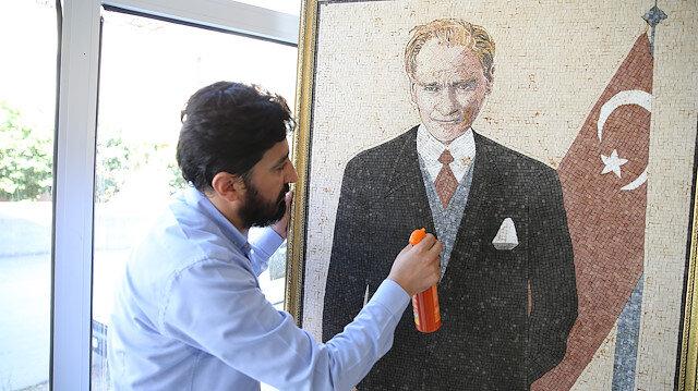 Suriyeli sanatçı 40 bin mozaik parçasıyla Atatürk portresi yaptı