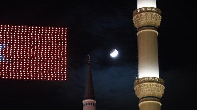 İstanbulda Parçalı Ay Tutulması