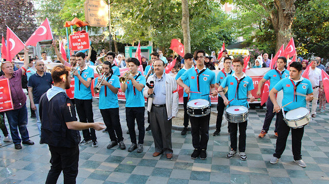 إسطنبول.. مسيرة لسوريين بذكرى المحاولة الانقلابية الفاشلة في تركيا