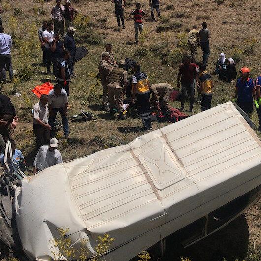 Van'da düzensiz göçmenleri taşıyan minibüs devrildi: 15 ölü