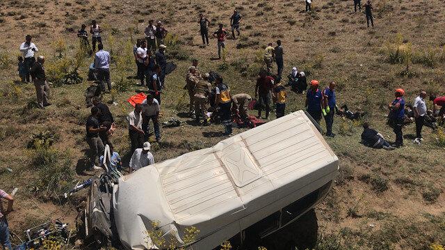 Olay yerine çok sayıda sağlık ve kurtarma ekibi geldi.