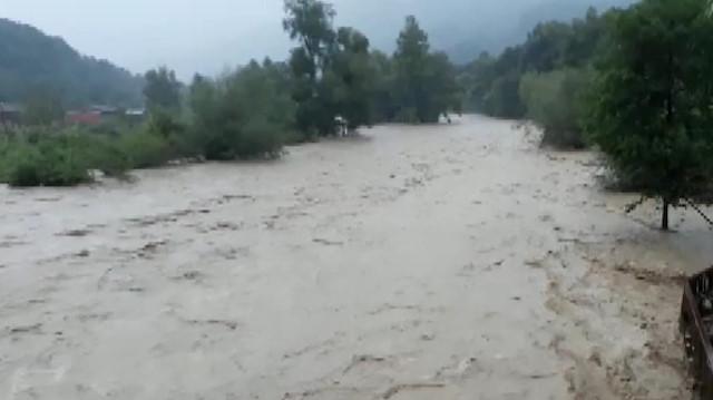 Düzce'de yollar sular altında kaldı