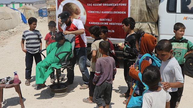 """""""الإغاثة التركية"""" تنظّم حملة حلاقة لأطفال مخيمات إدلب السورية"""