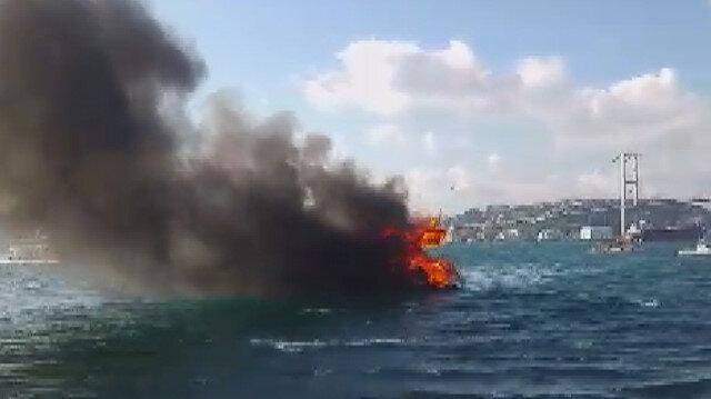 Alev alev yanan yattaki 12 kişi kurtarıldı