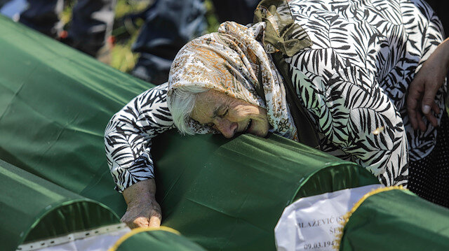 Sırpların soykırımında hayatını kaybeden ve toplu mezarları bulunan 86 kişi için cenaze töreni düzenlendi