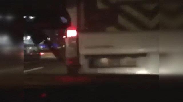 Makas atarken kaza anı araç içi kamerasında