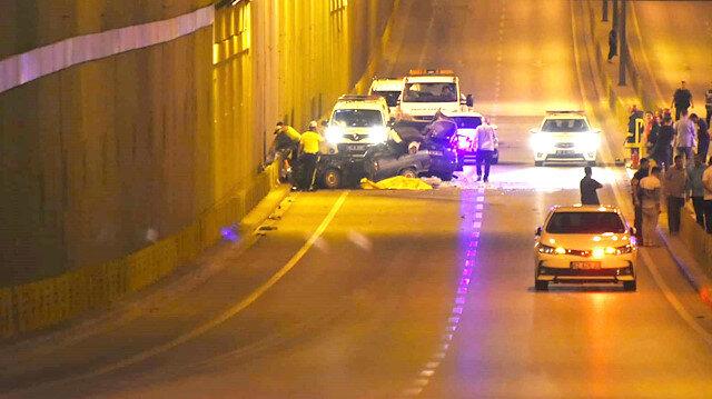 Kazada iki araçta hurdaya döndü.