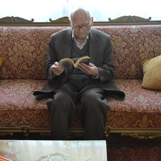 Eski Devlet Bakanı Süleyman Arif Emre vefat etti