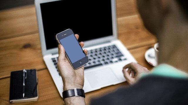 Akıllı telefonların en yüksek modelleri dünya genelinde abartılı rakamlara satılmaya başladı.