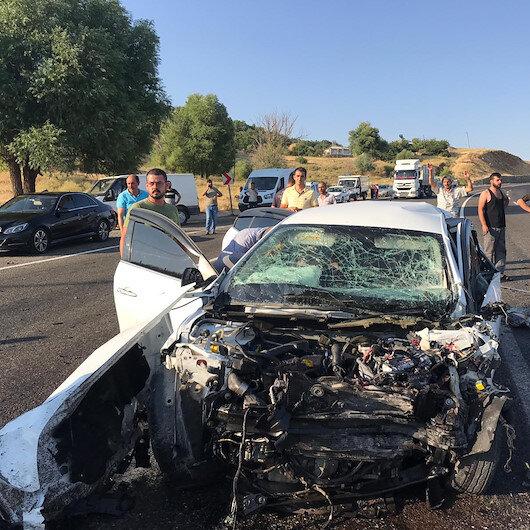 Bingöl'de minibüs ile otomobil çarpıştı: 1 ölü, 12 yaralı