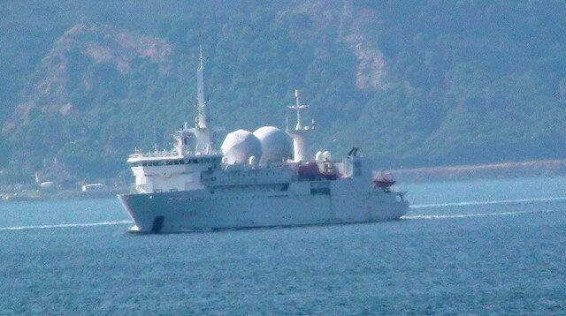 Yarım saatte 3 ülkenin savaş gemisi Çanakkale Boğazı'ndan geçti