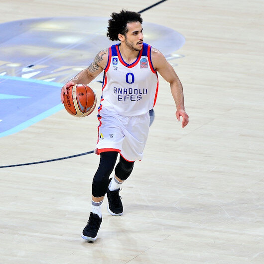 Basketball: Shane Larkin stays with Anadolu Efes