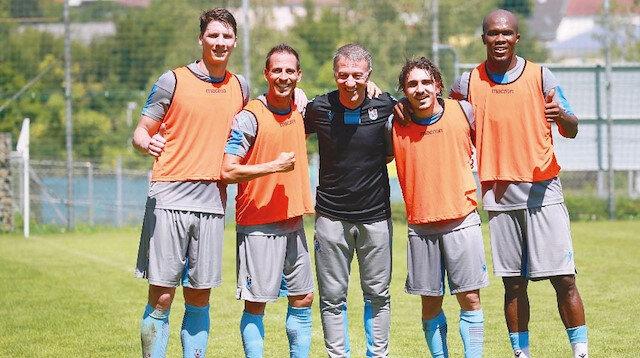 Trabzonspor'da başkan Ahmet Ağaoğlu takımı yalnız bırakmıyor.