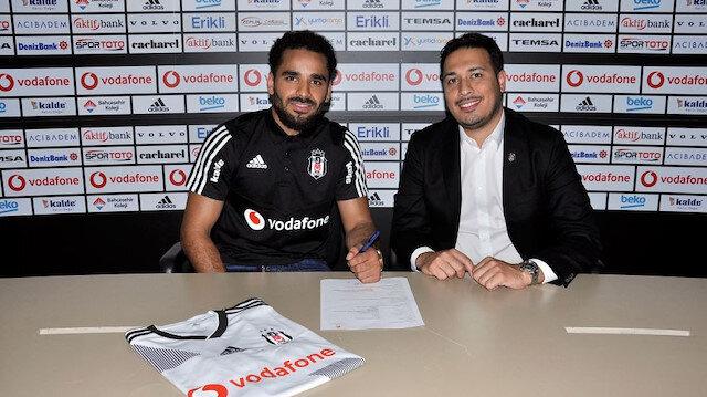Douglas, kendisini siyah-beyazlı renklere bağlayan sözleşmeye imzayı attı.