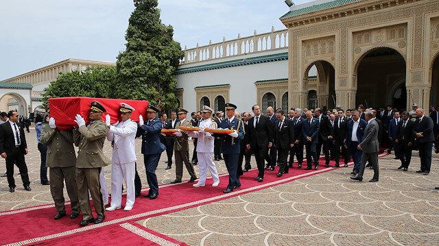 Tunus'ta Sibsi için geniş katılımlı cenaze töreni