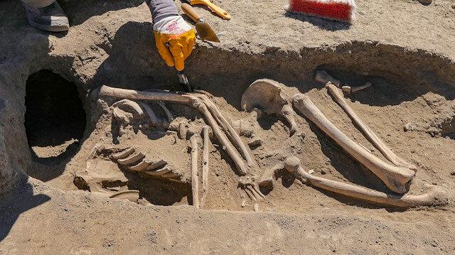 Kafatası olmayan 2 bin 700 yılık iskelet araştırılıyor
