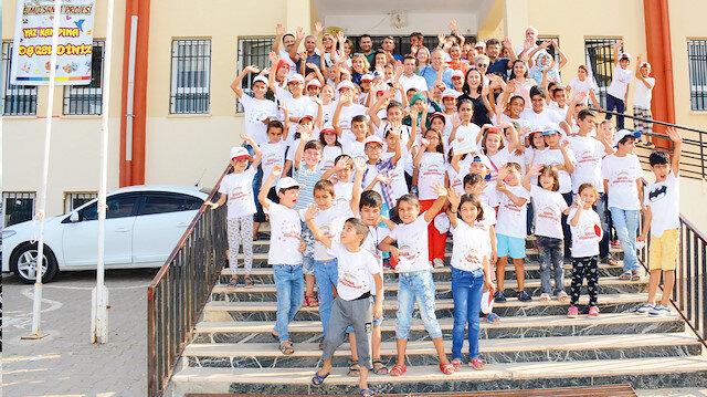 Köyde bulunan 7-13 yaşları arasındaki öğrenciler, eğitimlere katılarak yeni bilgi ve beceriler kazandı.