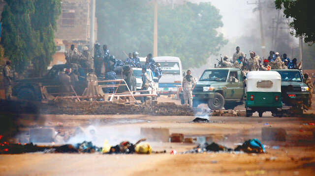 Muhalif kaynaklar, 3 Haziran'da ordu karargahı önünde sivil yönetime geçilmesi talebiyle nöbet tutan muhalif göstericilere güvenlik güçlerince açılan ateşte 128 kişinin hayatını kaybettiğini duyurmuştu.