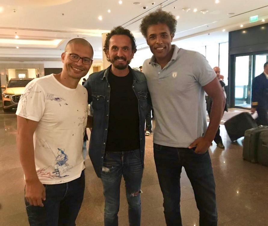 Fenerbahçe'yi Alex de Souza'nın yanı sıra eski futbolculardan Tuncay Şanlı ve Pierre van Hooijdonk da yalnız bırakmadı.