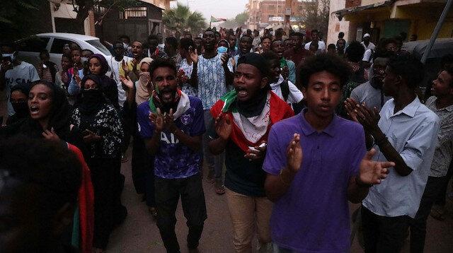 Çoğunluğu lise öğrencilerinden oluşan göstericilerin üzerine ateş açılmıştı.