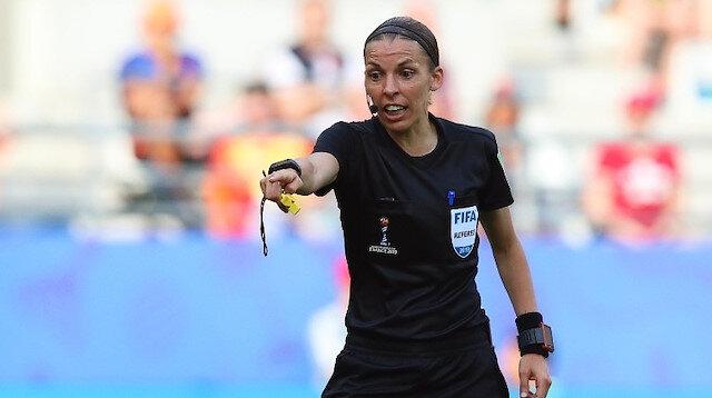 İngiliz takımları Liverpool ve Chelsea arasında oynanacak UEFA Süper Kupa mücadelesini, Fransız kadın hakem Stephanie Frappart yönetecek.
