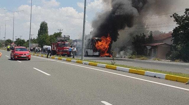 Balıkesir'de yolcu otobüsü alev aldı