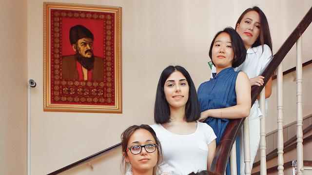 Lübnanlı, Cezayirli, Özbekistanlı, Azerbaycanlı ve Güney Koreli  beş kız