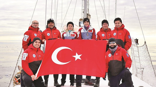 İlk Türk Arktik Bilimsel Seferi'nü gerçekleştiren ekip.