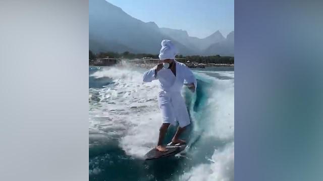 Rus şarkıcının Antalyada çektiği video sosyal medyayı salladı
