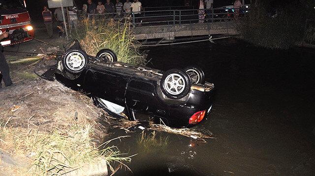 Sulama kanalına uçan otomobil