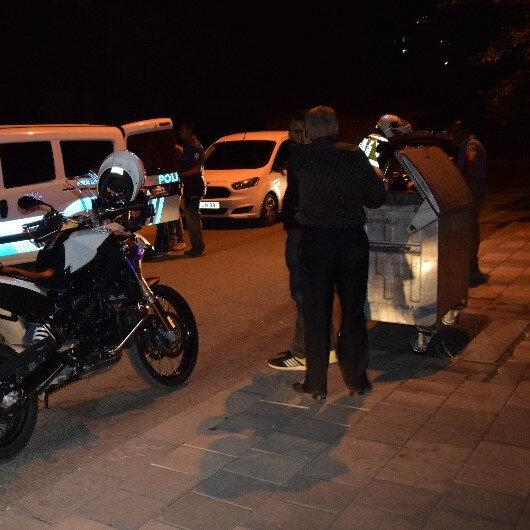 Polisten kaçmak için çöp konteyneri ve varile saklanan şüpheliler yakalandı